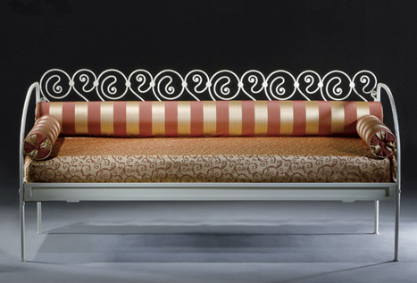 Divano antico in ferro battuto idee per il design della casa for Divano letto in ferro battuto ikea