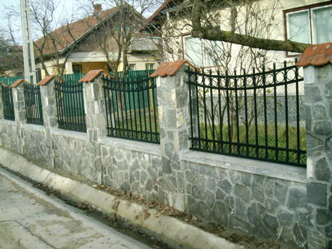 Cancelli e recinzioni in ferro battuto lightline di for Recinzioni in muratura per ville