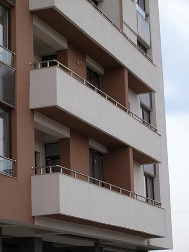 Parapetto balcone in acciaio inox lightline for Idee per coprire ringhiera balcone